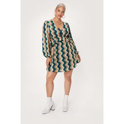 Plus Size Swirl Print Ruffle Mini Dress - Nasty Gal - Modalova
