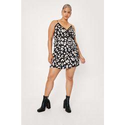 Plus Size Lace Trim Satin Wrap Mini Dress - Nasty Gal - Modalova