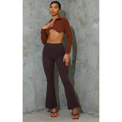 Pantalon chocolat à jambes évasées et taille plissée - PrettyLittleThing - Modalova