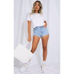 Petite - Short en jean bleu clair à ourlet élimé - PrettyLittleThing - Modalova