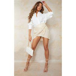 Mini jupe portefeuille brillant tissée à taille nouée - PrettyLittleThing - Modalova
