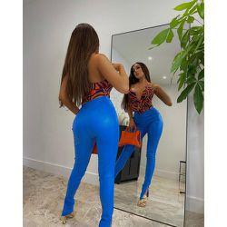 Shape - Pantalon fendu en similicuir - PrettyLittleThing - Modalova