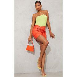 Mini-jupe en similicuir à devant froncé - PrettyLittleThing - Modalova