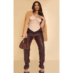 PLT Plus - Pantalon droit en similicuir à chevilles resserrées - PrettyLittleThing - Modalova