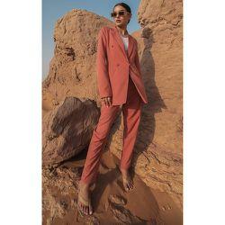 Pantalon de tailleur foncé court - PrettyLittleThing - Modalova