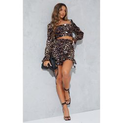 Mini jupe tissée stretch imprimé léopard à devant froncé et volants - PrettyLittleThing - Modalova