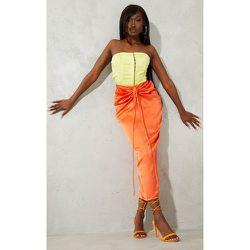 Jupe longue satinée froncée à taille nouée - PrettyLittleThing - Modalova