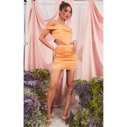 Mini-jupe structurée satinée à fronces - PrettyLittleThing - Modalova