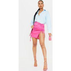 Mini-jupe en satin martelé vif à détail froncé - PrettyLittleThing - Modalova