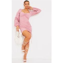 Robe moulante texturée à jupe froncée et col coeur - PrettyLittleThing - Modalova
