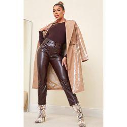 Pantalon ajusté en similicuir chocolat - PrettyLittleThing - Modalova