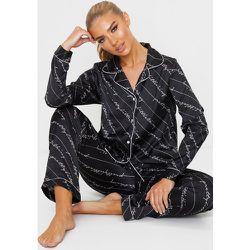 Pyjama satiné pantalon et chemise à slogans imprimés - PrettyLittleThing - Modalova