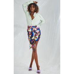 Mini-jupe satinée imprimé abstrait à fronces et effet drapé - PrettyLittleThing - Modalova
