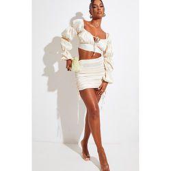 Mini-jupe satinée à côtés froncés - PrettyLittleThing - Modalova