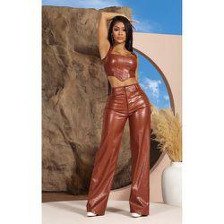 Pantalon en similicuir croco à jambes évasées - PrettyLittleThing - Modalova