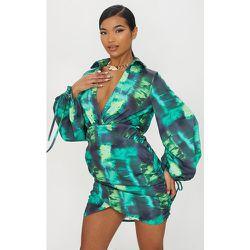 Robe chemise moulante décolletée imprimé tie & dye froncée à manchettes nouées - PrettyLittleThing - Modalova