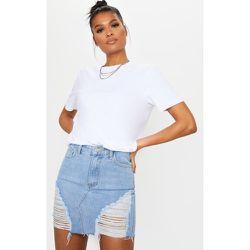 Mini-jupe en jean bleu délavé déchirée - PrettyLittleThing - Modalova
