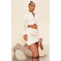 Mini-jupe en similicuir froncée à boutons - PrettyLittleThing - Modalova