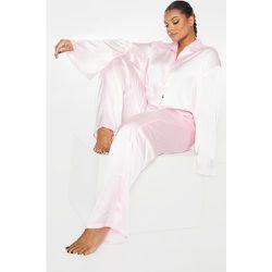 PLT Plus - Ensemble de pyjama satiné à chemise courte manches longues & pantalon - PrettyLittleThing - Modalova