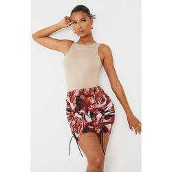 Mini-jupe imprimé abstrait froncée - PrettyLittleThing - Modalova