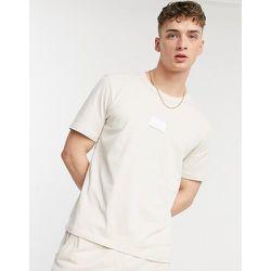 RYV - T-shirt à badge en caoutchouc - Crème - adidas Originals - Modalova