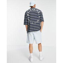T-shirt oversize à rayures sur l'ensemble avec imprimé logo au dos - Bleu - ASOS Actual - Modalova