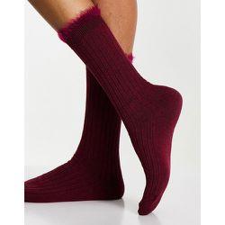Chaussettes côtelées longueur mollet avec ourlet supérieur duveteux - Bordeaux - ASOS DESIGN - Modalova