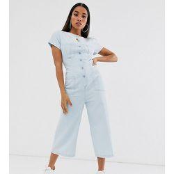 ASOS DESIGN Petite - Combinaison en jean boutonnée avec dos découvert - délavé moyen - ASOS Petite - Modalova