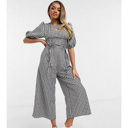 ASOS DESIGN Petite - Combinaison style jupe-culotte à manches bouffantes, fronces et imprimé vichy - Monochrome - ASOS Petite - Modalova