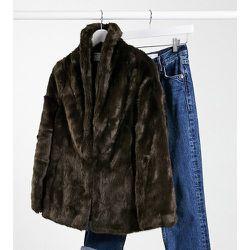 ASOS DESIGN Petite - Manteau à col droit en fausse fourrure - Marron - ASOS Petite - Modalova