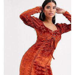 ASOS DESIGN Petite - Robe courte en velours brodé avec laçage sur le devant - Rouille - ASOS Petite - Modalova