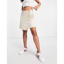 Mini-jupe portefeuille côtelée d'ensemble - Crème - Fashion Union - Modalova