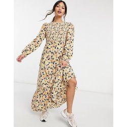 Robe longueur mollet à corsage froncé et jupe à volants superposés - Imprimé floral - Fashion Union - Modalova