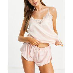 Haut de pyjama à fines bretelles et effet satiné avec ourlet en dentelle - pâle - Loungeable - Modalova