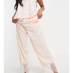 Petite - Pantalon de pyjama effet satiné à ourlets en dentelle - Rose pâle - Loungeable - Modalova