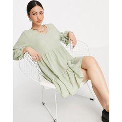 Robe babydoll courte à col V et volants étagés - Sauge clair - Mango - Modalova