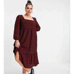 New Look Curve - Robe babydoll mi-longue à carreaux en crépon avec encolure carrée - New Look Plus - Modalova