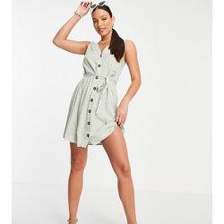Exclusivité - Robe courte boutonnée sur le devant avec ceinture à nouer - Pois verts - Pieces Tall - Modalova