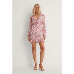 Robe Mini Nouée Sur Le Devant - Pink - Anika Teller x NA-KD - Modalova