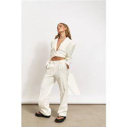 Pantalon de costume à pliage droit - Offwhite - Hanna Schönberg x NA-KD - Modalova