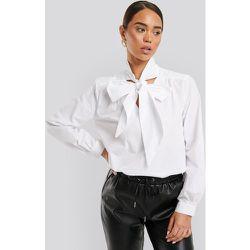 Pussy Bow V-neckline Shirt - White - NA-KD Classic - Modalova